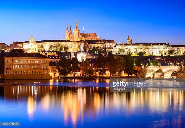 st vitus's cathedral and charles bridge in prague at sunset - cathedral stock pictures, royalty-free photos & images