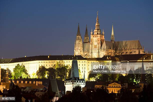 st. vitus's cathedral, royal palace and castle in the evening, unesco world heritage site, prague, czech republic, europe - royal cathedral stock pictures, royalty-free photos & images