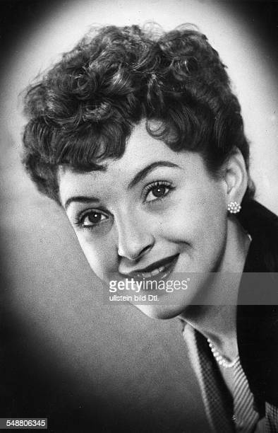 Staal Herta * Actress Singer Austria portrait 1954 photographer Charlotte Willott Published by 'BZ' Vintage property of ullstein bild