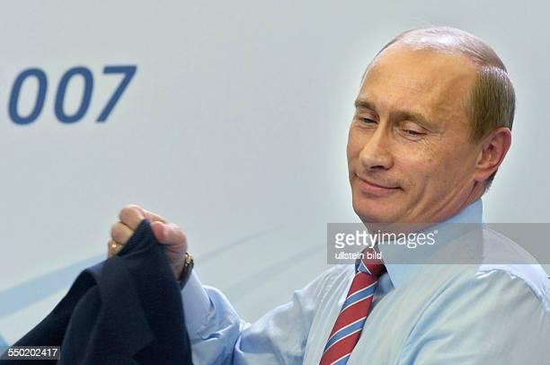 Staatspräsident Wladimir Putin anlässlich einer Pressekonferenz beim G8 Weltwirtschaftsgipfel in Heiligendamm