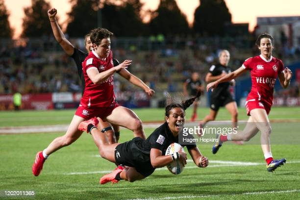 Stacey Fluhler of New Zealand scores a try during the Cup Final match between Canada and New Zealand at the 2020 HSBC Sevens at FMG Stadium Waikato...