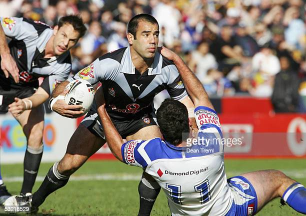 Stacey Jones of the Warriors in action during the Round 18 NRL match between the Warriors and the Bulldogs at Ericsson Stadium July 10 2005 in...