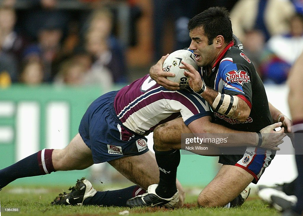 Stacey Jones #7 of the Warriors in action during the round 25 NRL match between the Northern Eagles and the New Zealand Warriors played at Brookvale Oval, Sydney, Australia on September 1st 2002. (Photo by Nick Wilson/Getty Images).