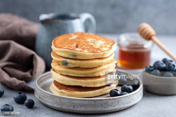 stack of blueberry pancakes - pancakes stock pictures, royalty-free photos & images