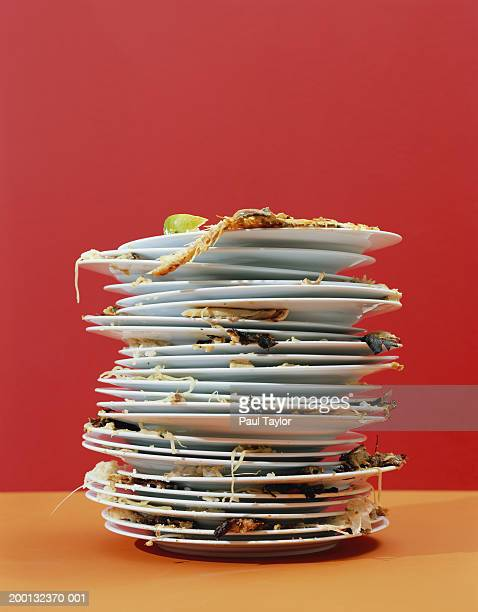 stack of dirty dishes - schmutzig stock-fotos und bilder