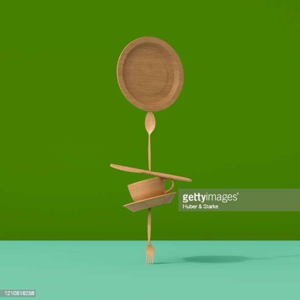 stack of dishes made of bamboo material - équilibre photos et images de collection