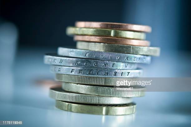 stack of euro coins with inscriptions 'unity', 'law' and 'freedom' - geldmünze stock-fotos und bilder