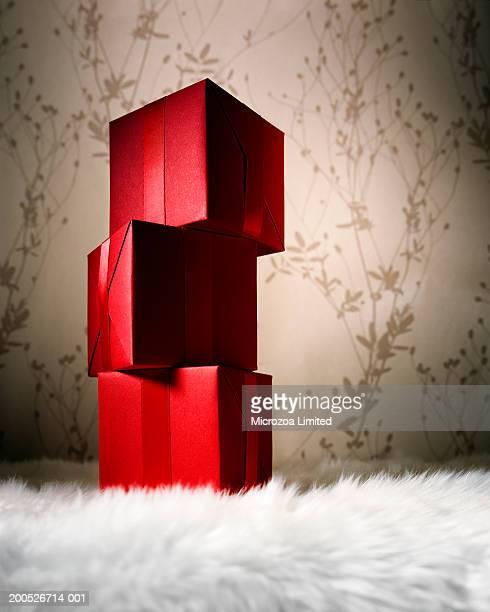 stack of gift boxes on fur carpet, close-up, low angle view - microzoa imagens e fotografias de stock