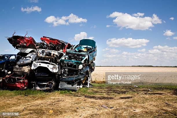 stack of junked cars beside a field - ferro velho imagens e fotografias de stock