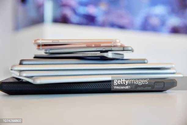 stack of mobile devices - medium group of objects stock pictures, royalty-free photos & images