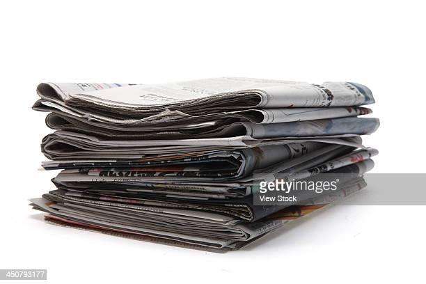 stack of newspaper - fila arranjo imagens e fotografias de stock