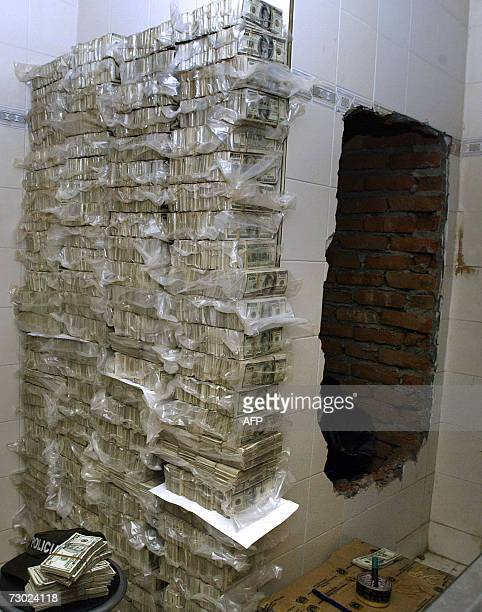 A stack of notes stays beside a cache where USD 18 million were hidden by the Colombian drug cartels 17 January 2007 in Cali department of Valle del...