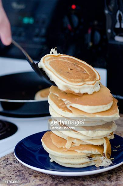 """stack of pancakes - """"danielle donders"""" stock pictures, royalty-free photos & images"""