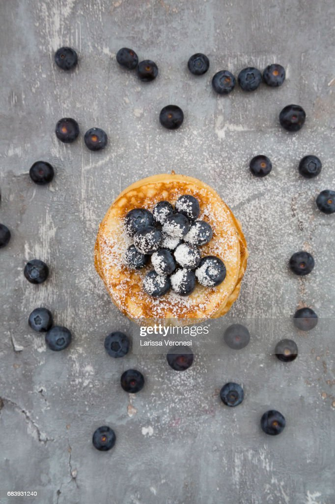 Stack of Pancakes with blueberries and powdered sugar : Stock-Foto
