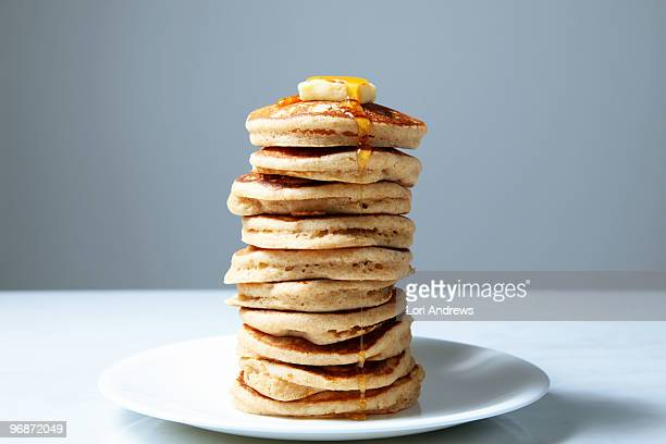 stack of pancakes with butter and maple syrup - excesso imagens e fotografias de stock