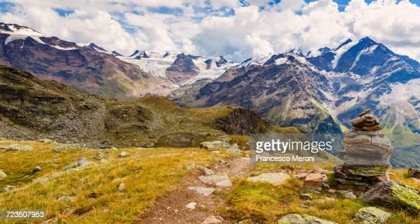 stack of rocks in mountains, santa caterina valfurva, bormio, italy - トレイル表示 ストックフォトと画像