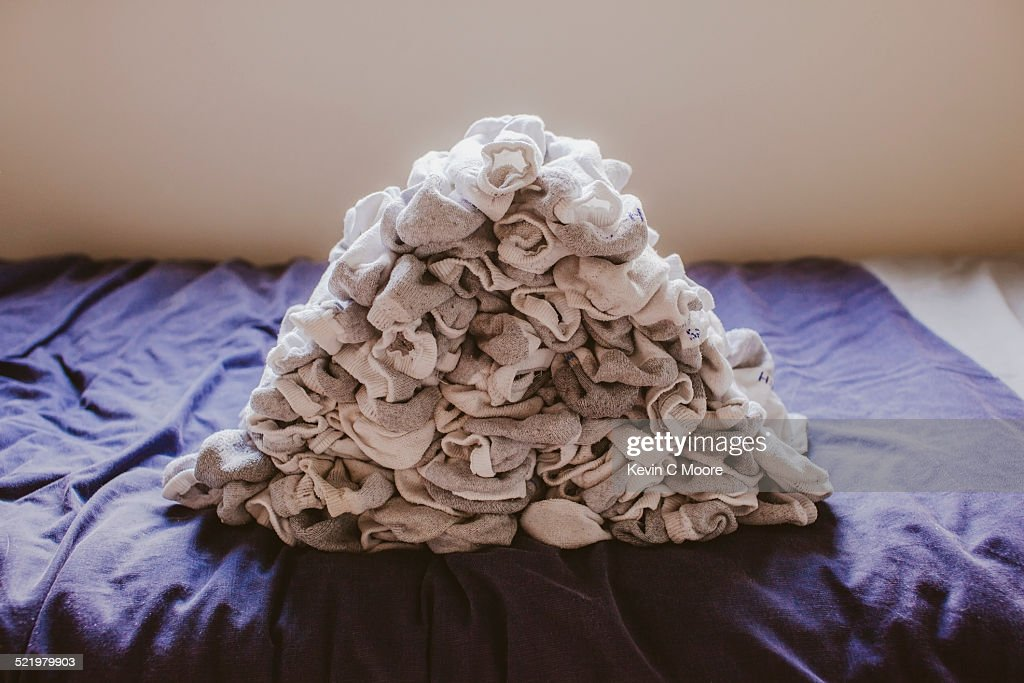 Stack of socks on top of bed : Stock-Foto
