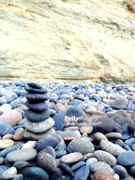 stack of stones on pebbles - cuenco stock photos and pictures