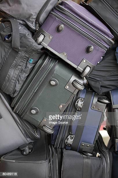 Une pile de valises