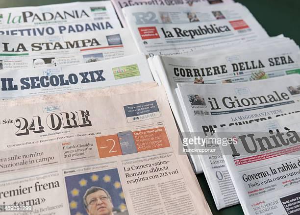 スタックの最も重要なイタリア語の新聞 - ラ・リパブリカ ストックフォトと画像