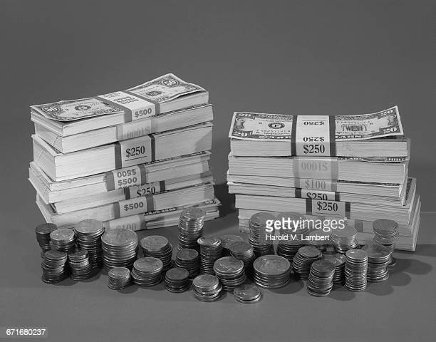 stack of us currency and coins - {{ collectponotification.cta }} foto e immagini stock