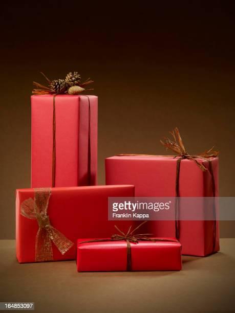Pile de cadeaux de Noël recouverte