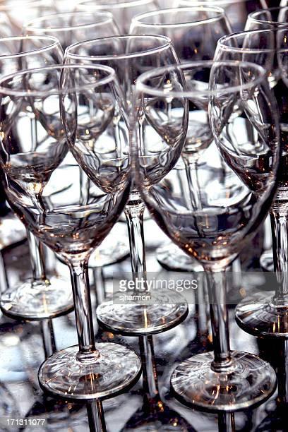 Crystal verres de vin empilés célébration en extérieur