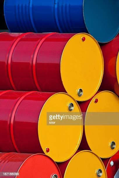 Gestapelte Barrel Öl