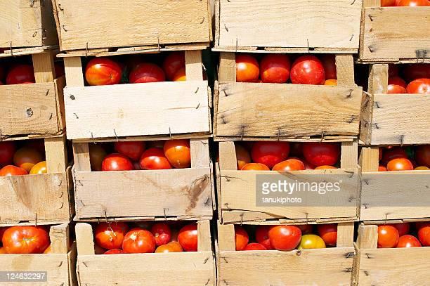 Gestapelte Rote Boxen
