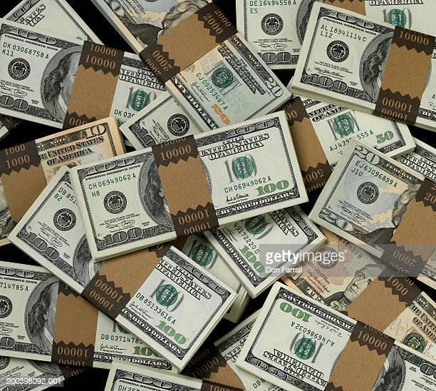 stacks of assorted us paper currency, overhead view - 10 dollar schein us dollar geldschein stock-fotos und bilder