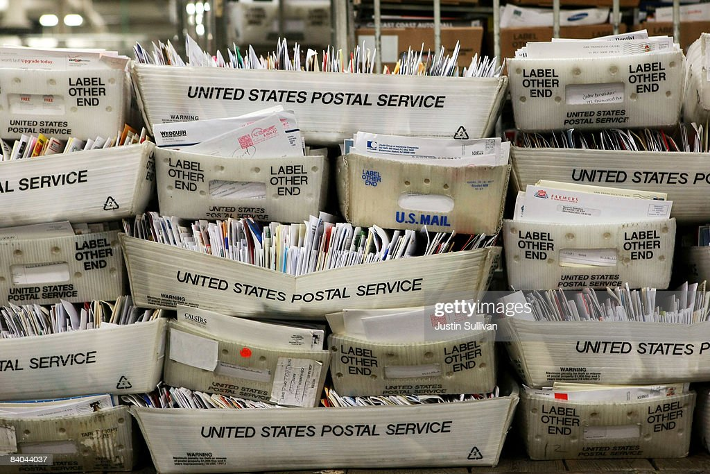 Post Offices Across Country Brace For Expected Busiest Mail Day : News Photo