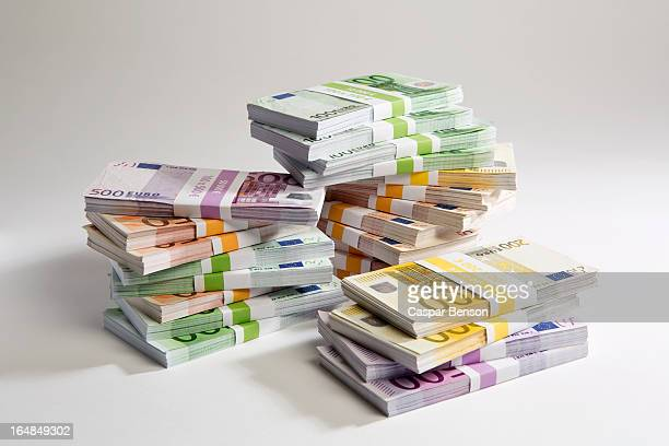 stacks of large billed euro banknotes - geld stock-fotos und bilder