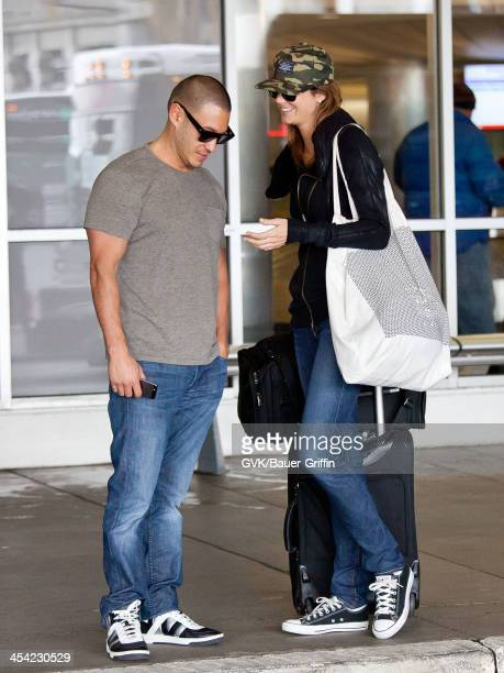 ¿Cuánto mide Stacey Keibler? - Altura - Real height Stacy-keibler-and-jared-pobre-seen-arriving-at-lax-airport-on-07-in-picture-id454230529?s=612x612