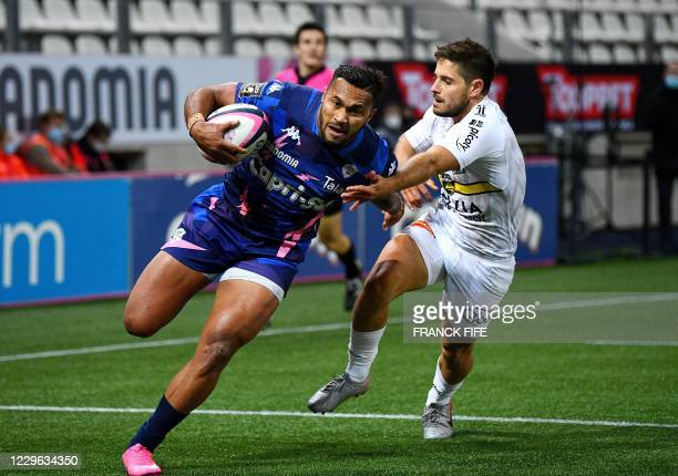 Stade Francais' Australian wing Sefanaia Naivalu runs to score a try during the French Top 14 rugby union match between Stade Francais and La...
