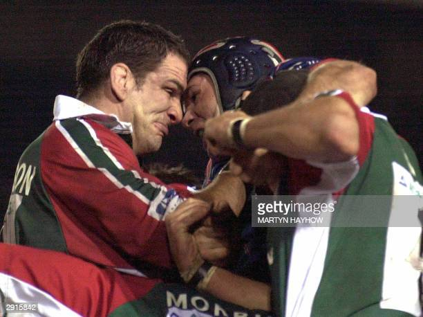 Stade Francais' captain David Auradou comes face to face with England's former captain Martin Johnson of Leicester Tigers, 30 January 2004 in Pool...