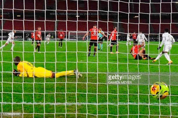 Stade Rennais Senegalese goalkeeper Alfred Gomis concedes a goal during the French L1 football match between Stade Rennais and Bordeaux, at the...