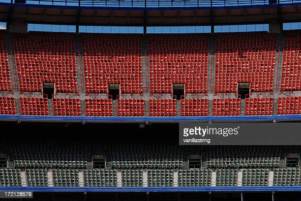 stadium - empty bleechers - empty bleachers stockfoto's en -beelden