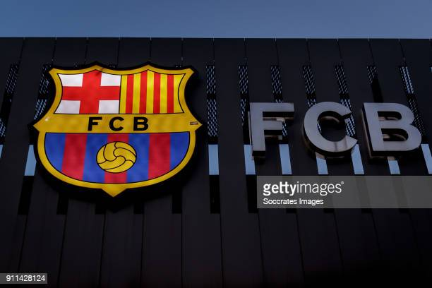 barcelona fc logo 画像と写真 getty images