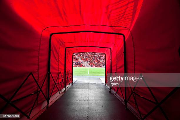 túnel do estádio para o campo - túnel estrutura feita pelo homem - fotografias e filmes do acervo