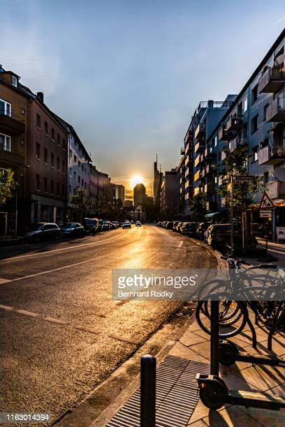 stadt am abend - stadt stock pictures, royalty-free photos & images
