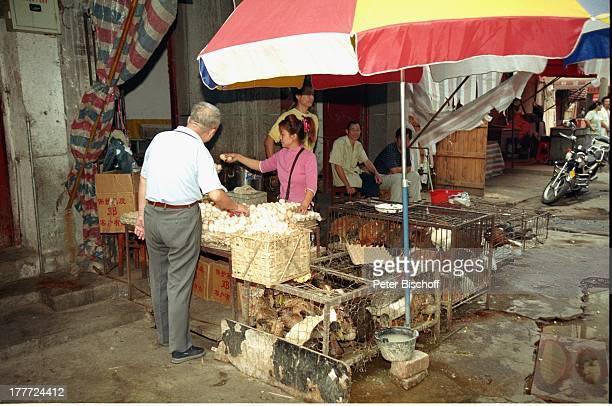 Stadt Wuhan Provinz Hubei China Asien Reise Rundreise Markt Stand Verkauf Produkte Lebensmittel Einheimische Touristen SA