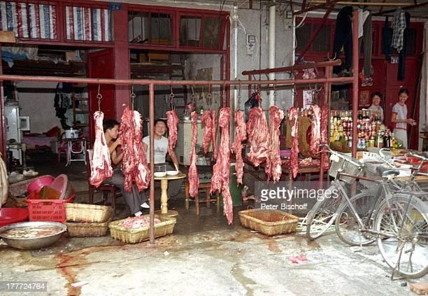 Stadt Wuhan Provinz Hubei China Asien Reise Rundreise Markt Stand Verkauf Produkte Lebensmittel Fleisch Einheimische Touristen SA