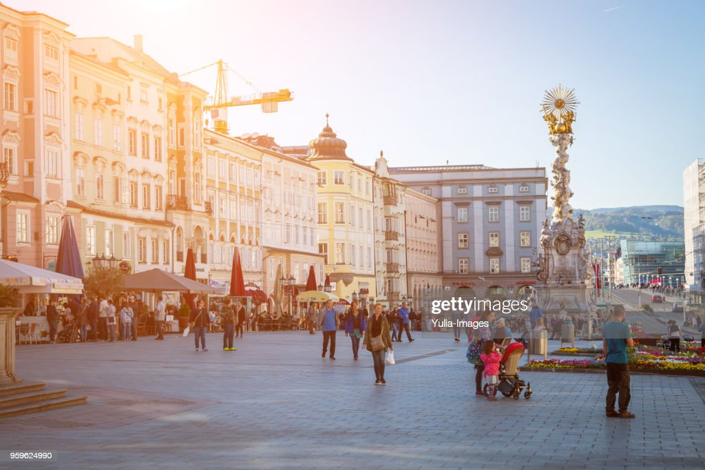 Stadtplatz, city square Main square full of people, Linz, Austria : Stock-Foto