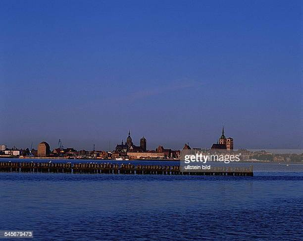 Stadtsilhouette von Stralsund- 1993