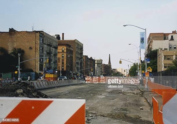 Stadtteil Harlem New York USA Wegen Bauarbeiten gesperrte Straße an der Lenox Avenue bzw dem Malcom X Boulevard / Ecke W 116 Street