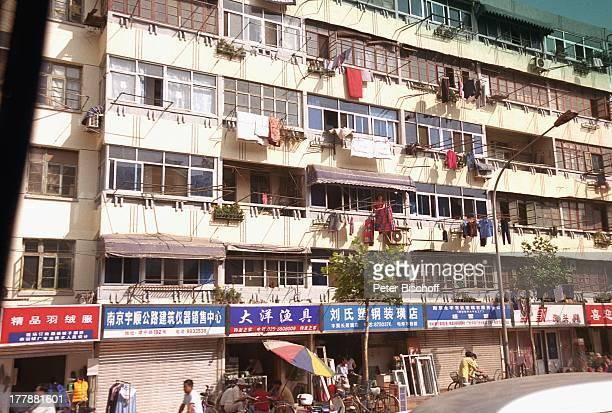 Stadtviertel Hauptstadt und Metropole Nanjing Provinz Jiangsu Volksrepublik China Asien Schiffreise Rundreise Wohnungen Geschäfte Läden Einheimische...