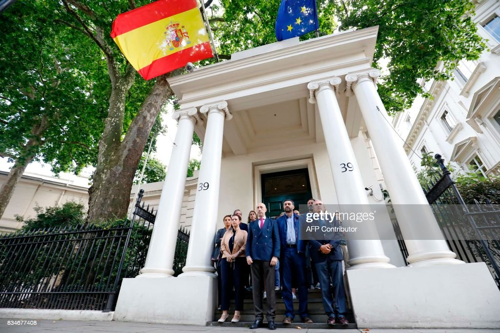 Staff at the Spanish Embassy in London pause for a minute's silence in London on August 18, 2017, following the August 17 attacks in Barcelona and Cambrils in Spain. Spanish police on Friday hunted for the driver who rammed a van into pedestrians on an avenue crowded with tourists in Barcelona, leaving 13 people dead and more than 100 injured, just hours before a second assault in a resort along the coast. / AFP PHOTO / Tolga AKMEN