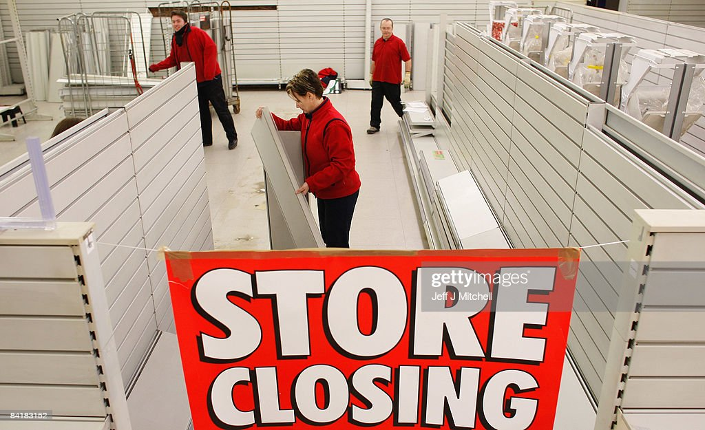 Staff at Woolworths dismantle shelving as stores close across the country on January 6 2009 & Woolworths Finally Closes Its Door As The Last Stores Close Photos ...