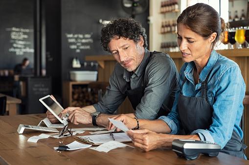 Staff calculating restaurant bill 1040303566
