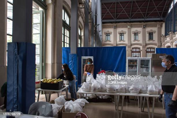 Staff from the formacio i treball foundation distributing food to homeless people Formació i treball foundation together with the Barcelona City...